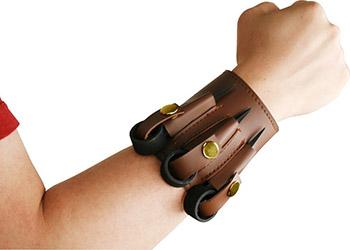 metal-spike-bracelet